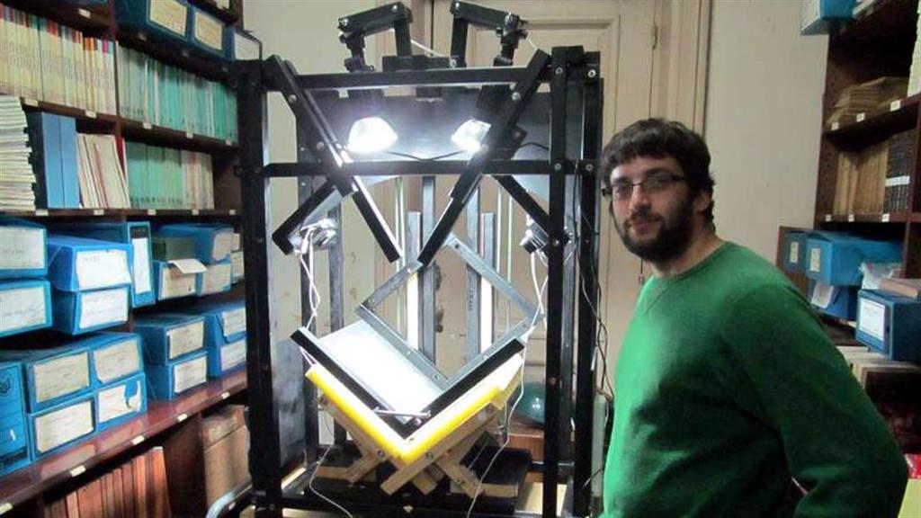 El prototipo de escáner comenzó con sus primeras pruebas en 2013 con el objetivo de digitalizar publicaciones del siglo XIX El prototipo de escáner comenzó con sus primeras pruebas en 2013 con el objetivo de digitalizar publicaciones del siglo XIX.