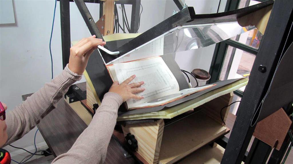El equipo puede digitalizar unas 700 páginas por hora.